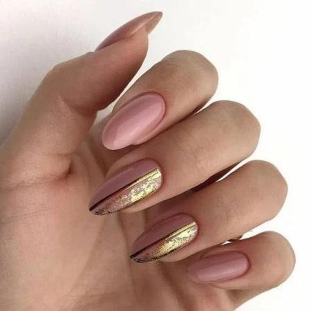 Зимний дизайн ногтей с фольгой