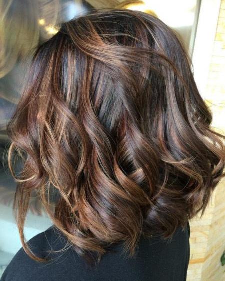 Стильные многослойные стрижки на средние волосы